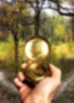 O Mapa anual é com uma bússola astrológica