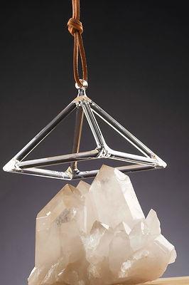Kristall Pyramide für Klangtheraphie