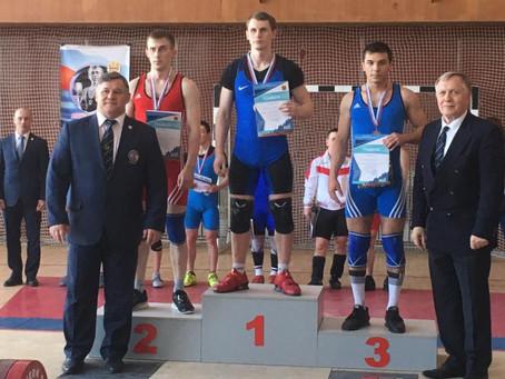 Чемпионат СФО по тяжелой атлетике в Новокузнецке: первые результаты