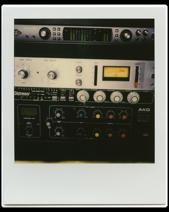 akPolaroidSX-70 Studio009.png