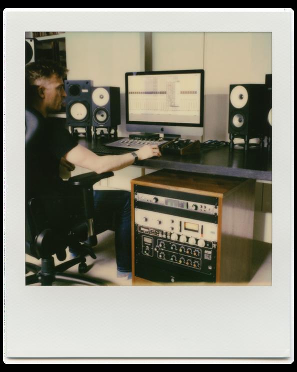 akPolaroidSX-70 Studio007.png