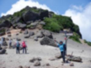 安達太良山山頂を見上げて.jpg