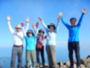 山頂でばんざい磐梯山.jpg