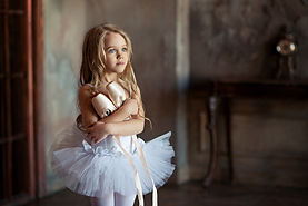 Portrait of a young ballerina._Image with selective focus, noise effects and toning. Focus