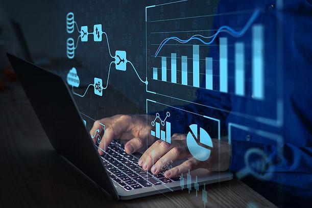 Analyst working with Business Analytics