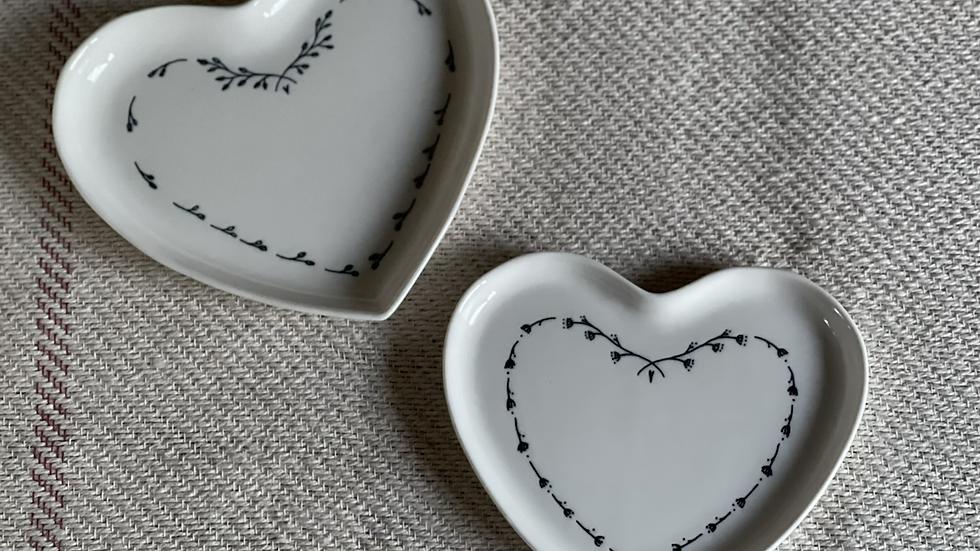 Set of 2 Heart Plates