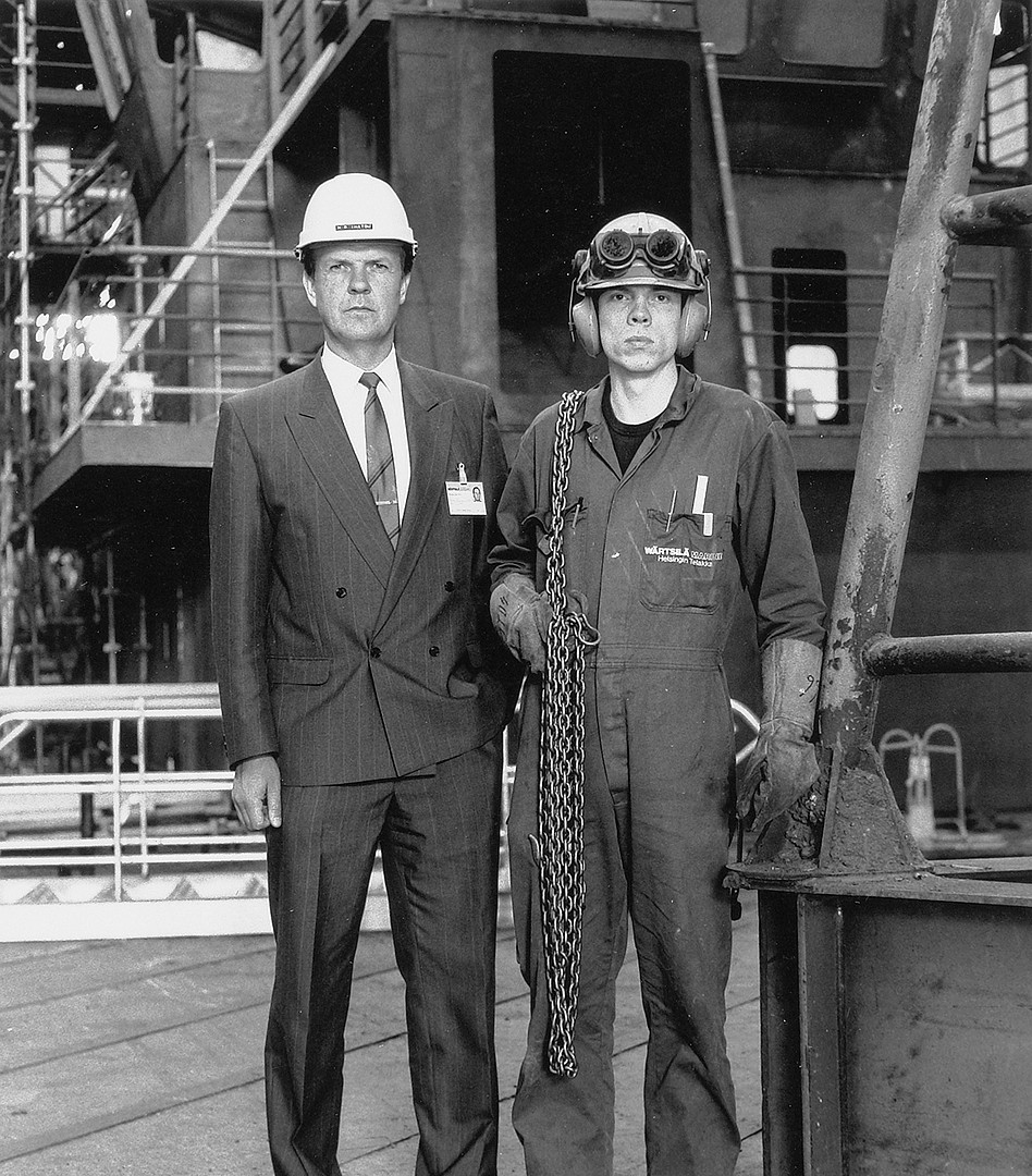 34 Boss and worker, Wärtsilä yards. Helsinki 1989