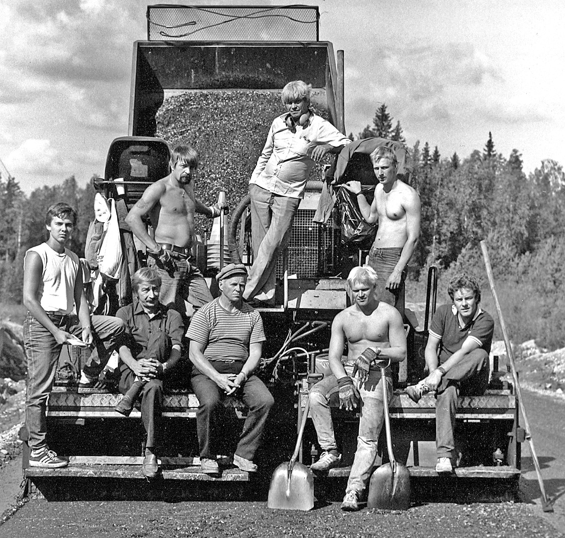 27 Road workers. Outokumpu 1985