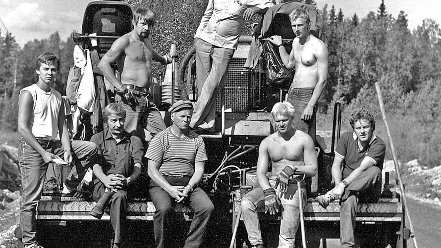 27 Road workers. Outokumpu 1985
