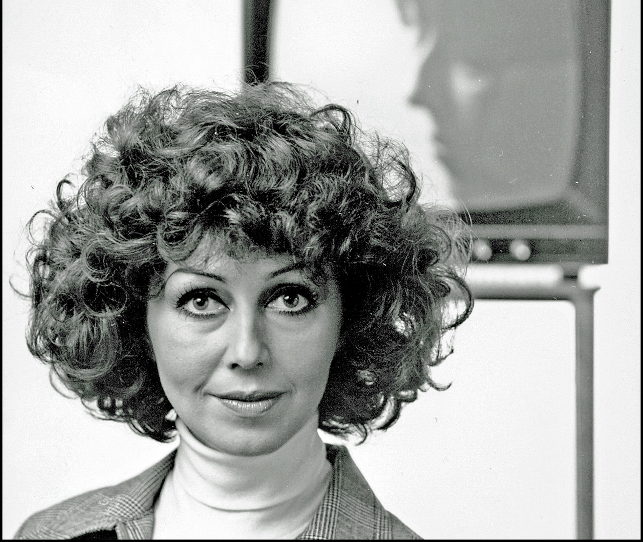 16  Lenita Airisto. Tv-hostess. Helsinki 1977