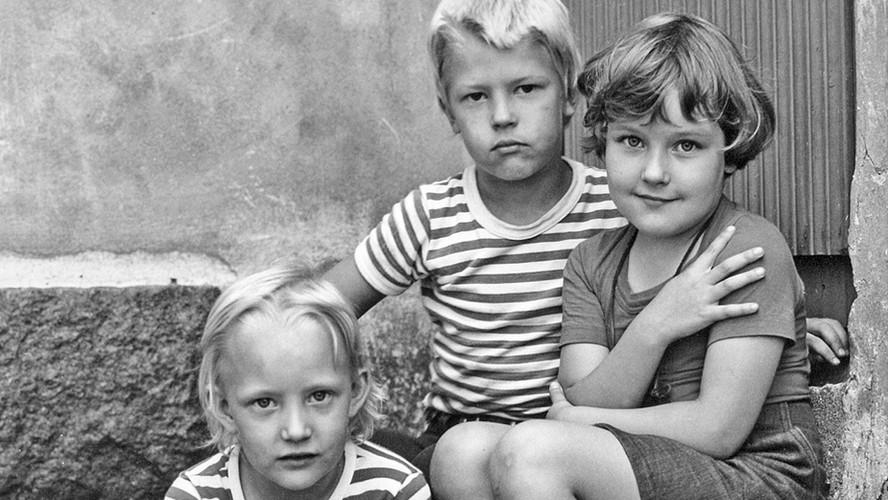 13 Backyard Children. Helsinki 1976