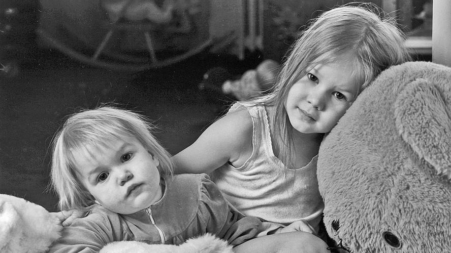 29 Iida-Maria and Johanna Aalto. Helsinki 1986