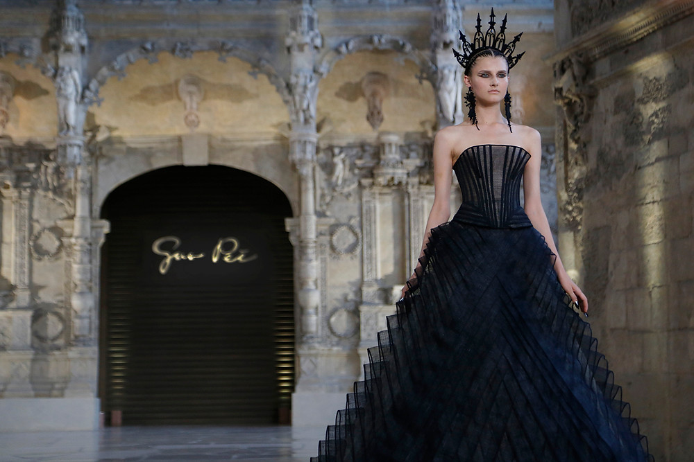 Guo Pei FW Haute Couture collection. Photos by Gilar Farjah