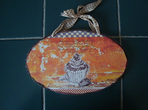 """""""Cupcake"""" wooden sign."""