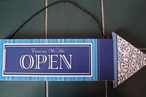 """Open / Close"", blue wooden arrow"