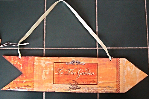 """To the garden"" wooden arrow"