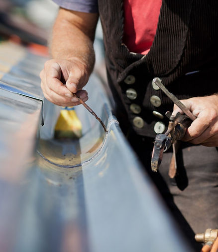 un artisan zingueur dans la ville de marseille 13