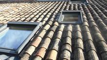 Chantier de Pose et Remplacements de Fenêtres de Toit Velux par nos Couvreurs sur la commune de Moll