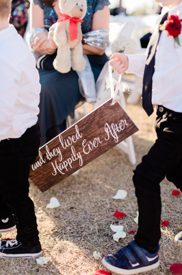 Here Comes the Bride Sign Photo By: Nate & Grace Photography