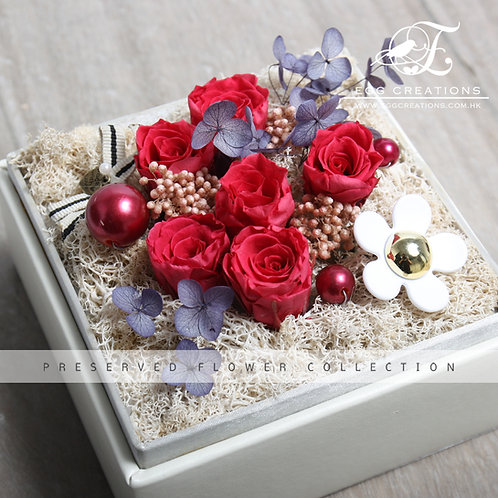 Preserved Roses with Daisy and ball ornaments in box