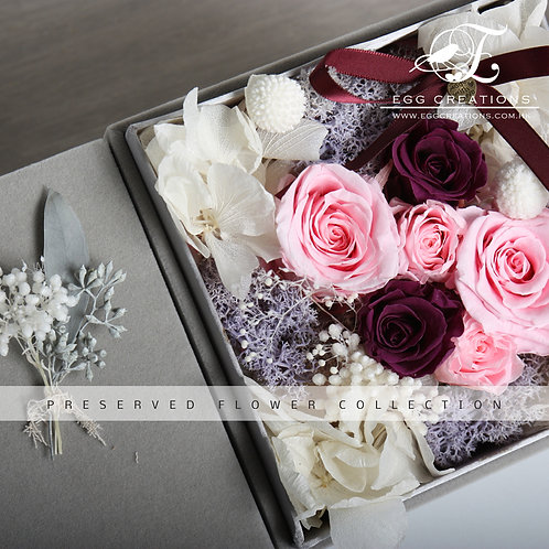 Pink and burgundy roses in grey felt giftbox