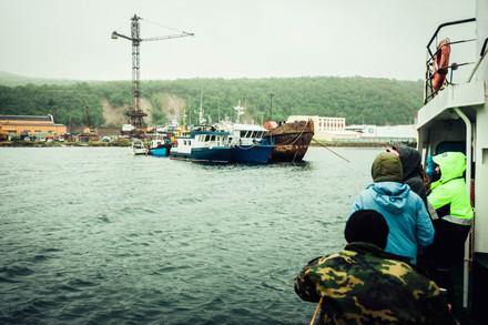 Морская прогулка и рыбалка по маршруту : Мыс  Чирикова,  бухта Светлая,  бухты Тихая и остров Недора