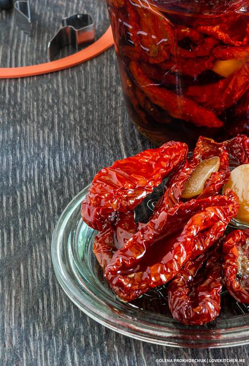 В'ялені томати в домашніх умовах. Простий рецепт на зиму.