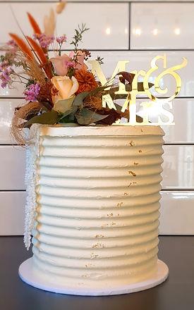 Wedding cake dried florals