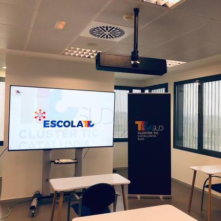 Aulas bien equipadas para conferencias y formación en tiempo real