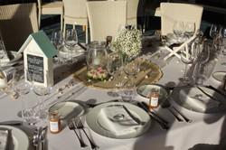 Centre de table bouquet de gypsophile et roses mini eden flottantes