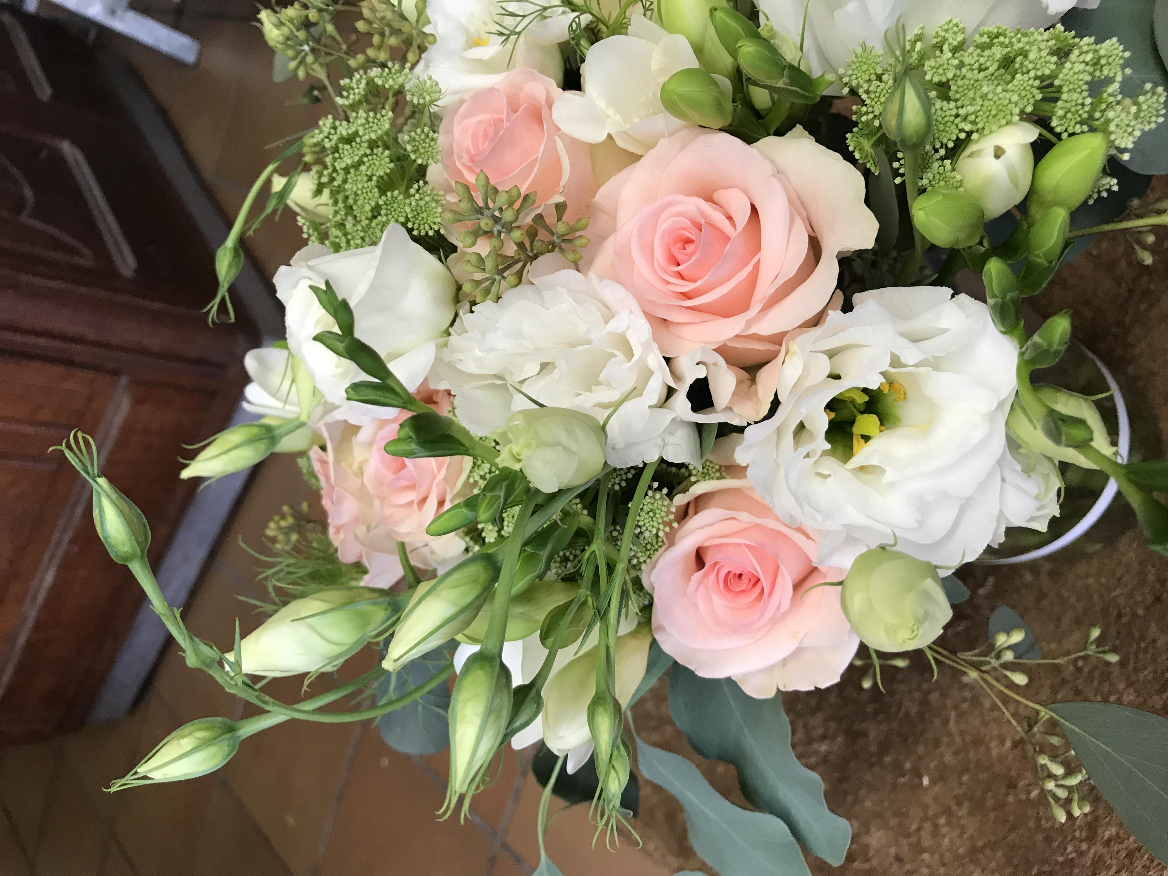 Bouquet de mariée blanc et rose poudré