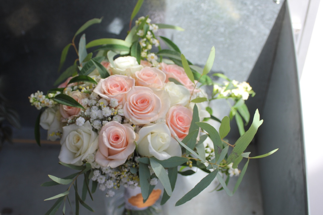 Bouquet de mariée champêtre blanc et rose tendre