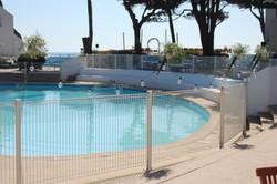 Décoration des barrières de la piscine du Punta Lara