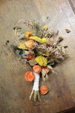 Bouquet de mariée en fleurs séchées