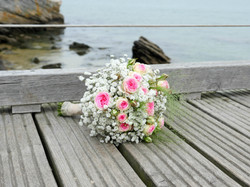 Bouquet de mariée gypsophile et roses mini eden