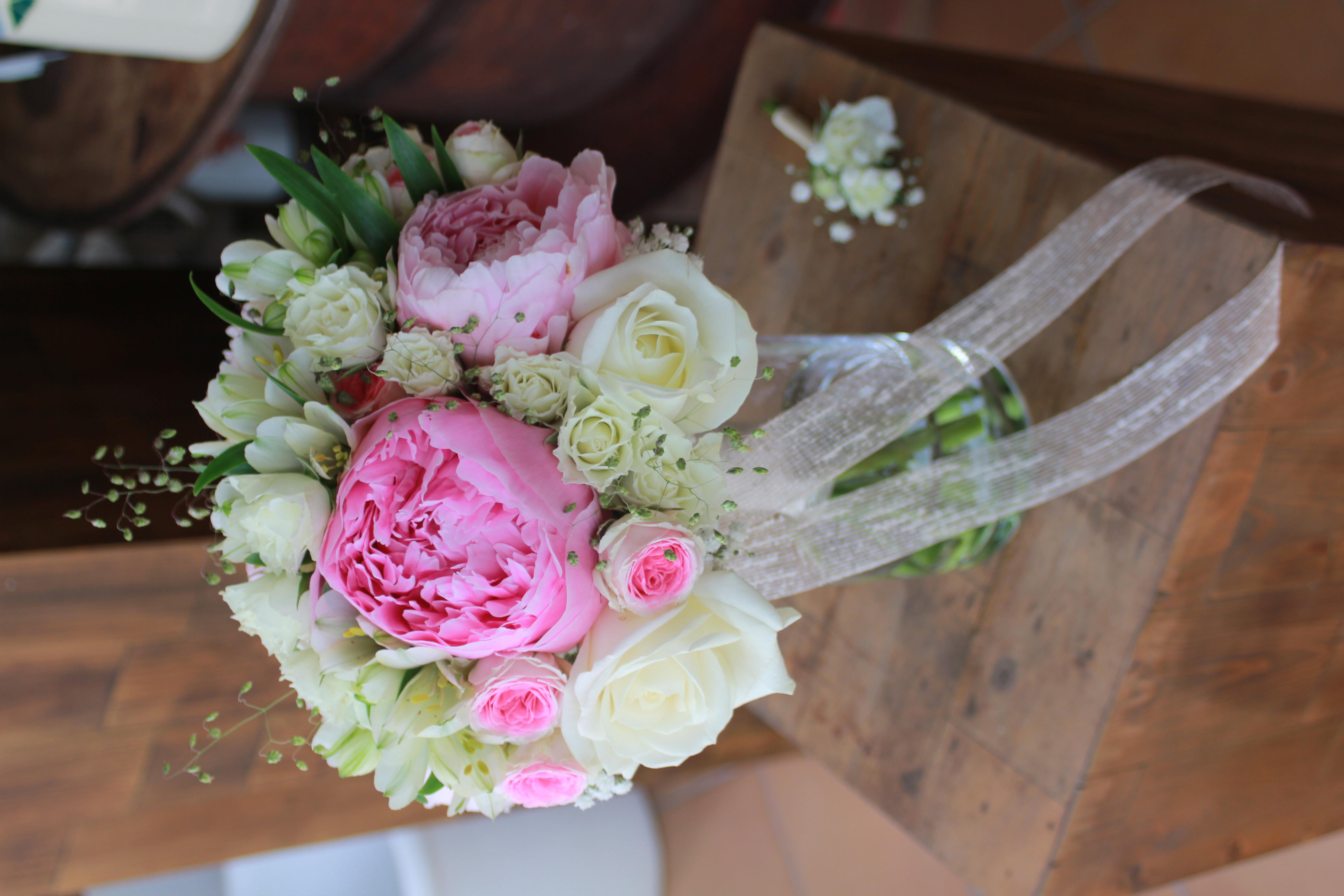 Bouquet de mariée pivoines et roses