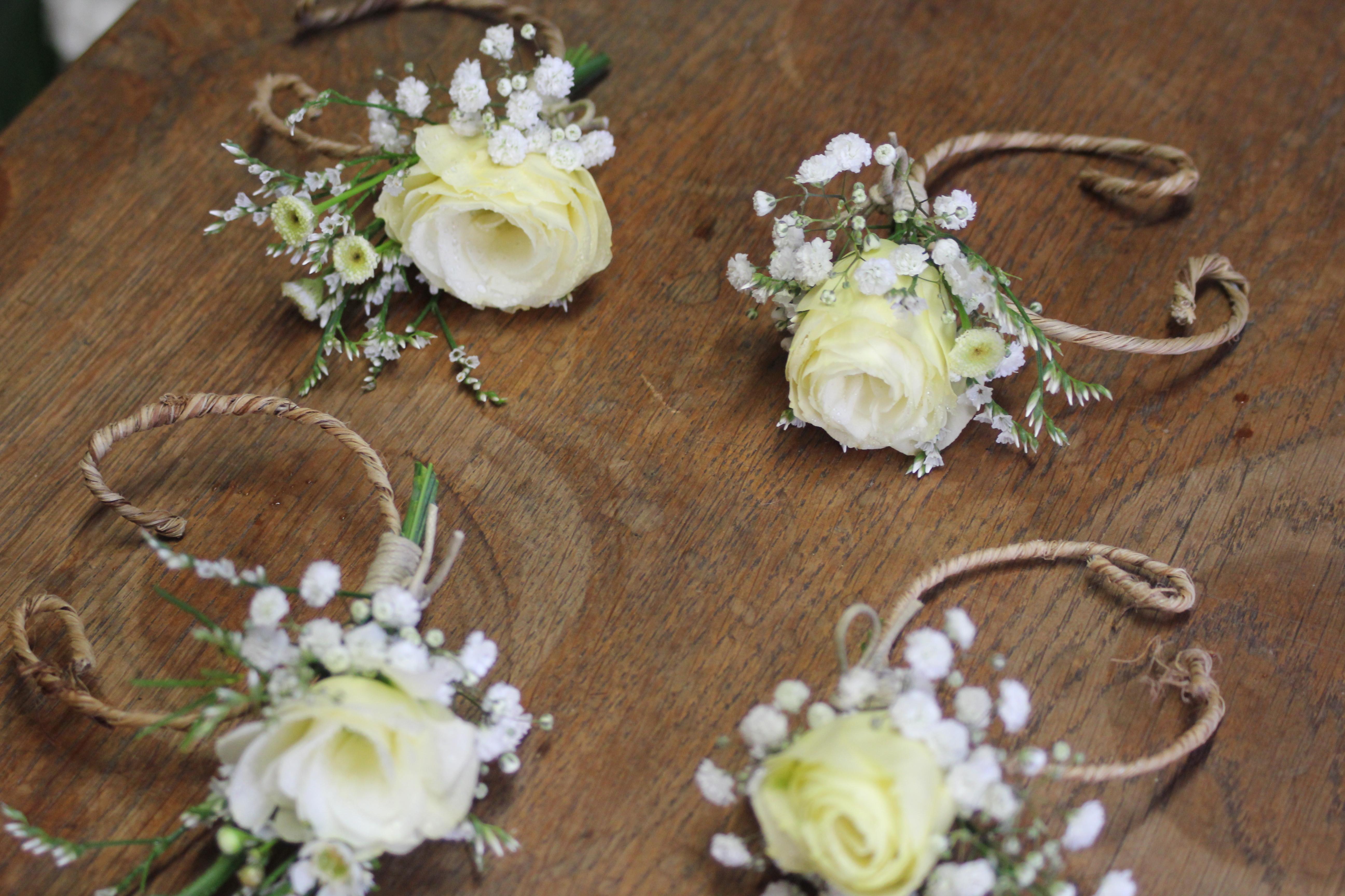 Bracelet de fleurs pour témoins et demoiselles d'honneur