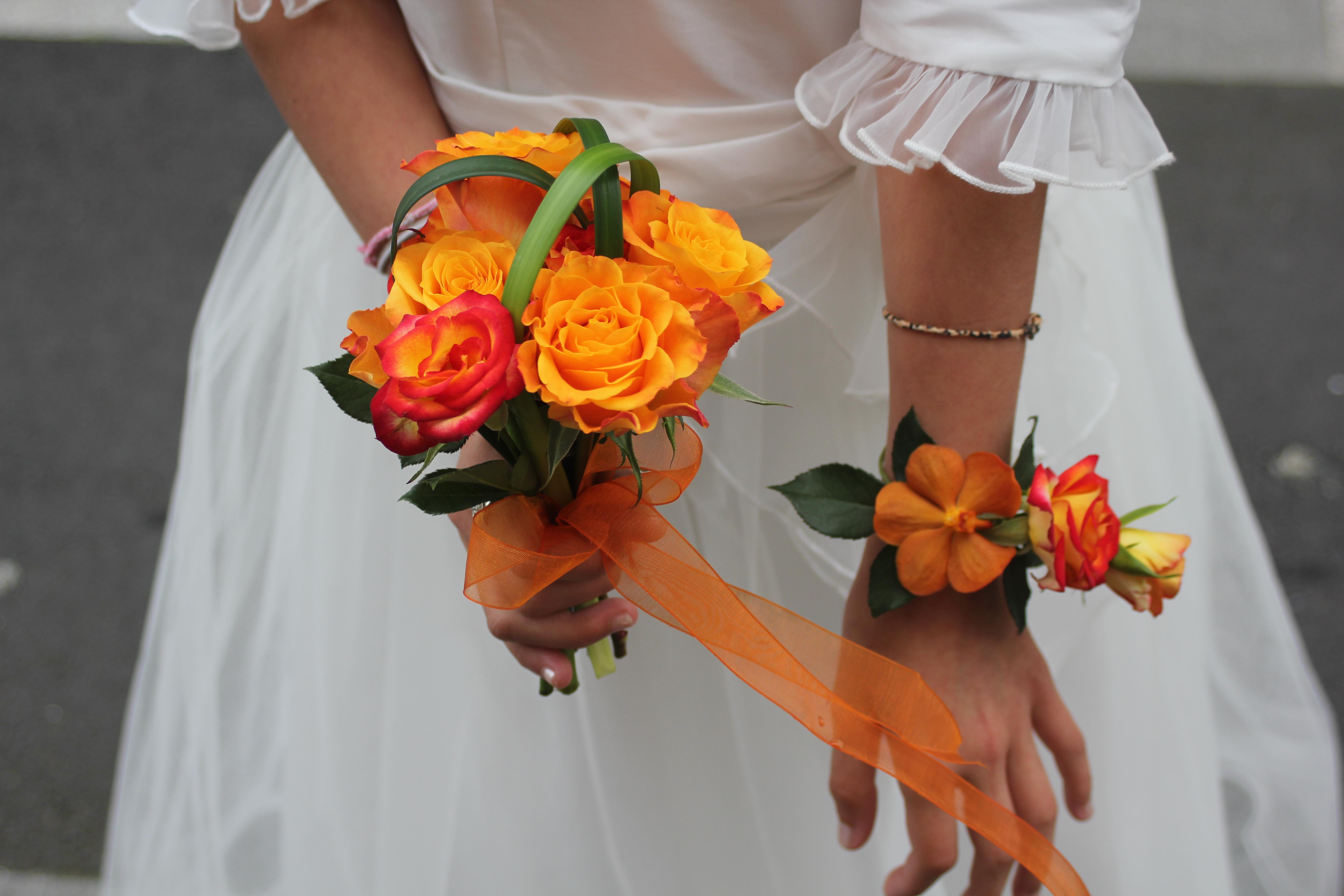 Bracelet et petit bouquet pour les demoiselles d'honneur