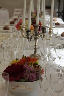 Mariage vintage _ centres de table dans de la vaisselle ancienne
