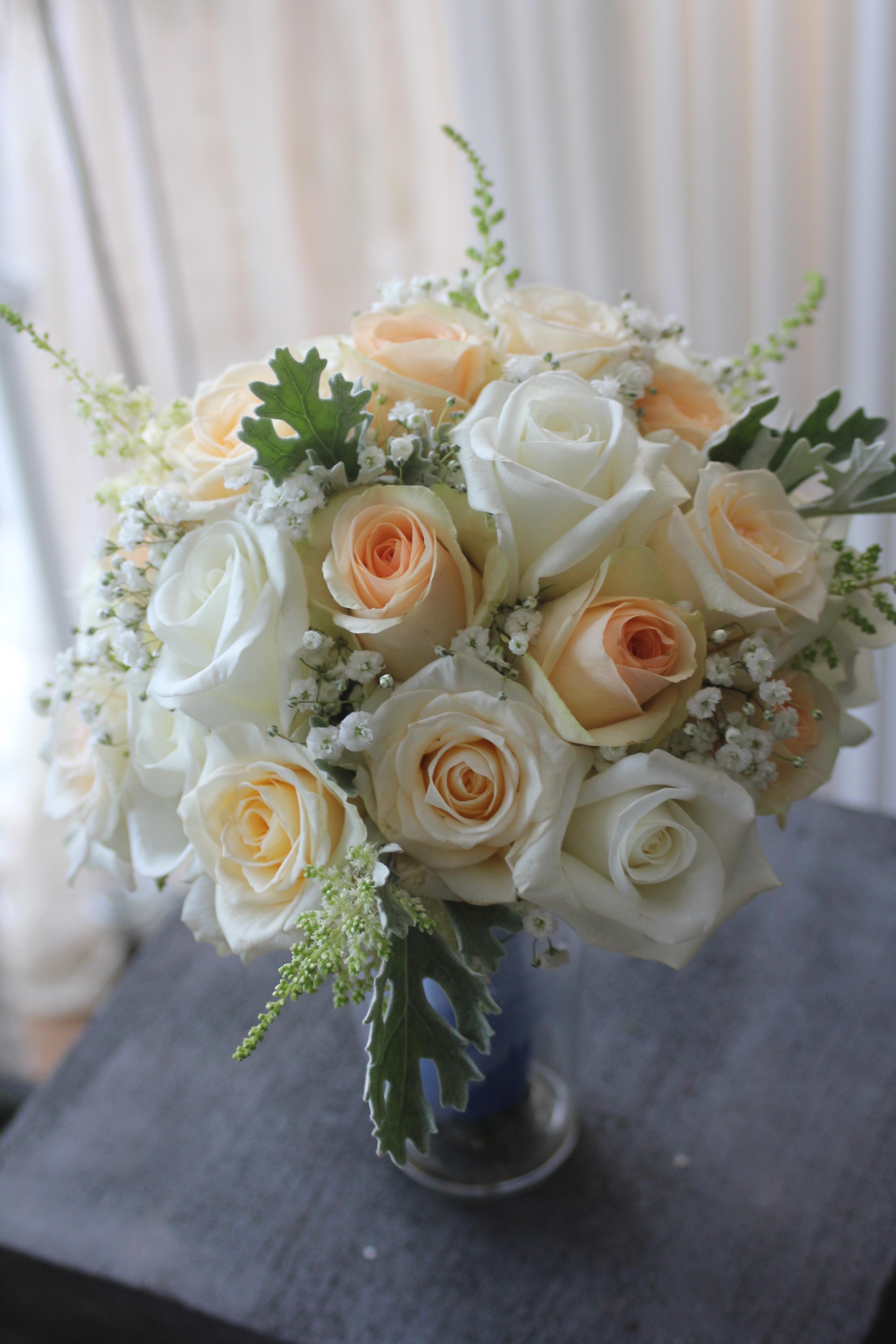 Bouquet de mariée blanc et saumon