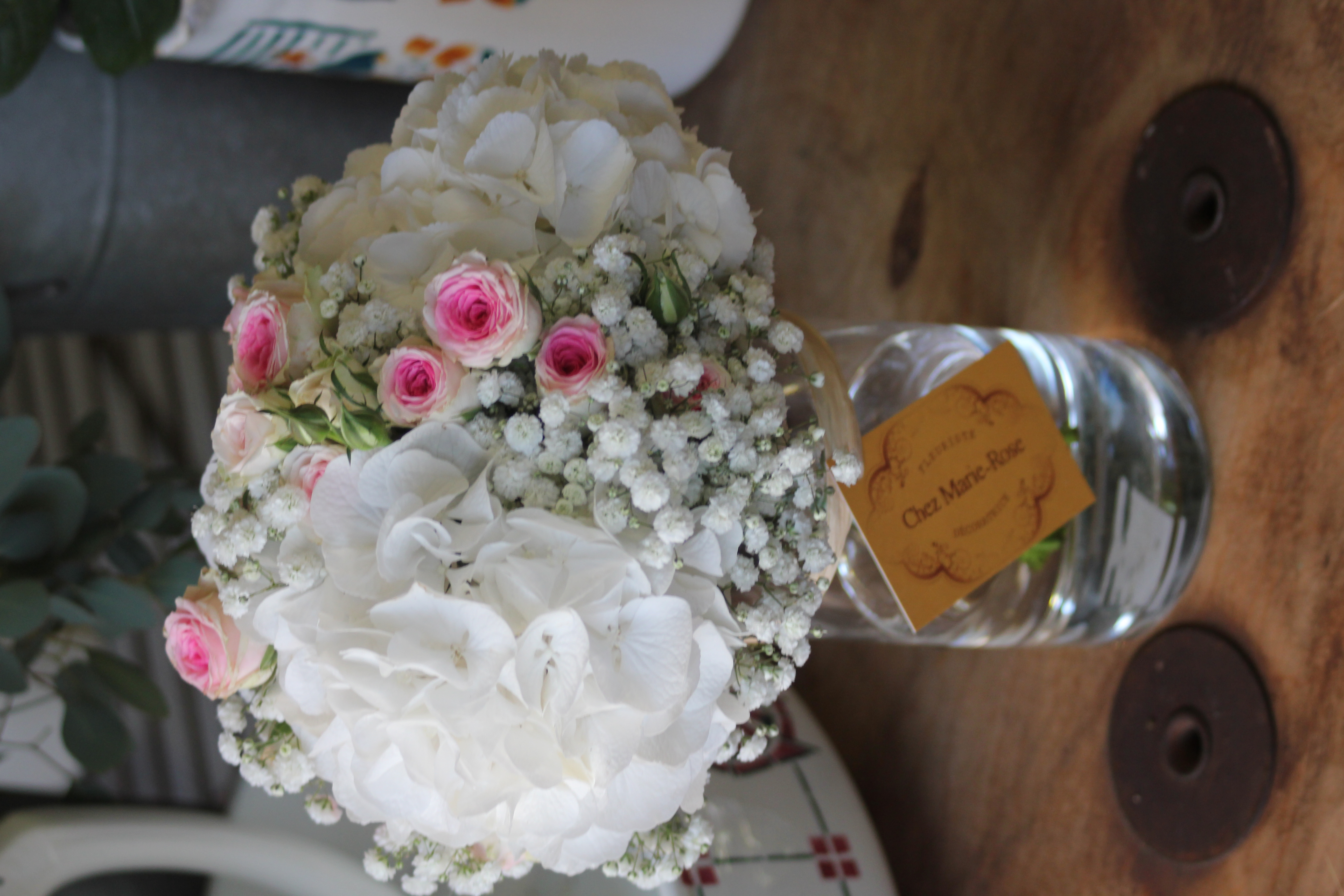 Bouquet de mariée _ hortensias, gypsophile et roses mini eden