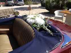 Décoration de la plage arrière de la voiture des mariés