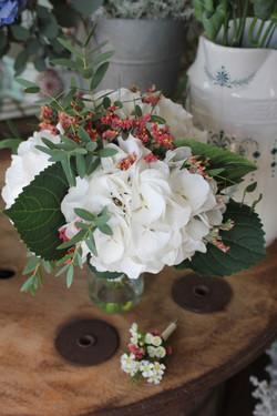 Bouquet de mariée et boutonnière champêtres