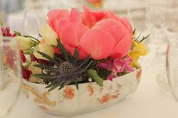 Mariage style brocante _ centre de table dans une soupière ancienne