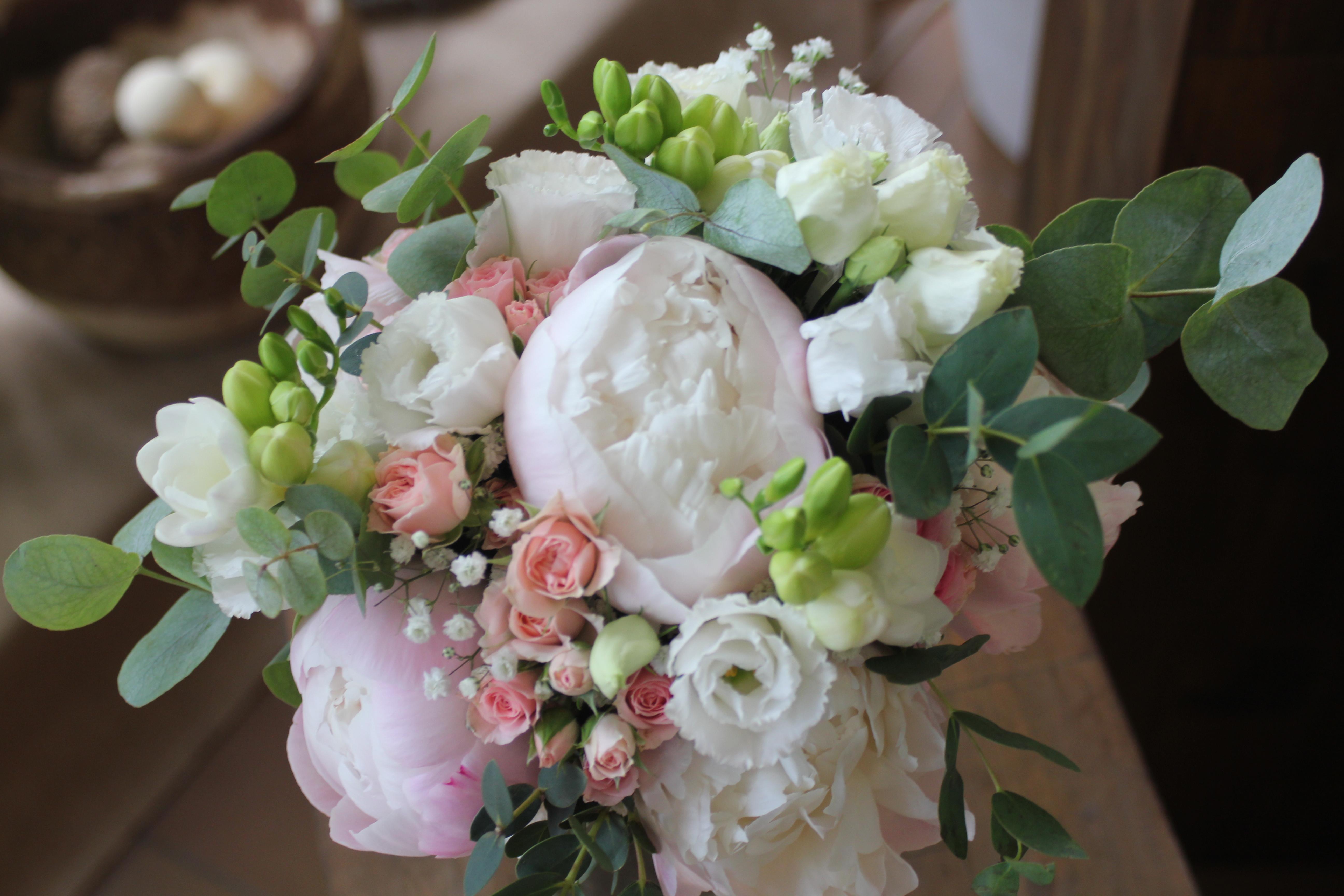 Bouquet de mariée champêtre avec pivoines