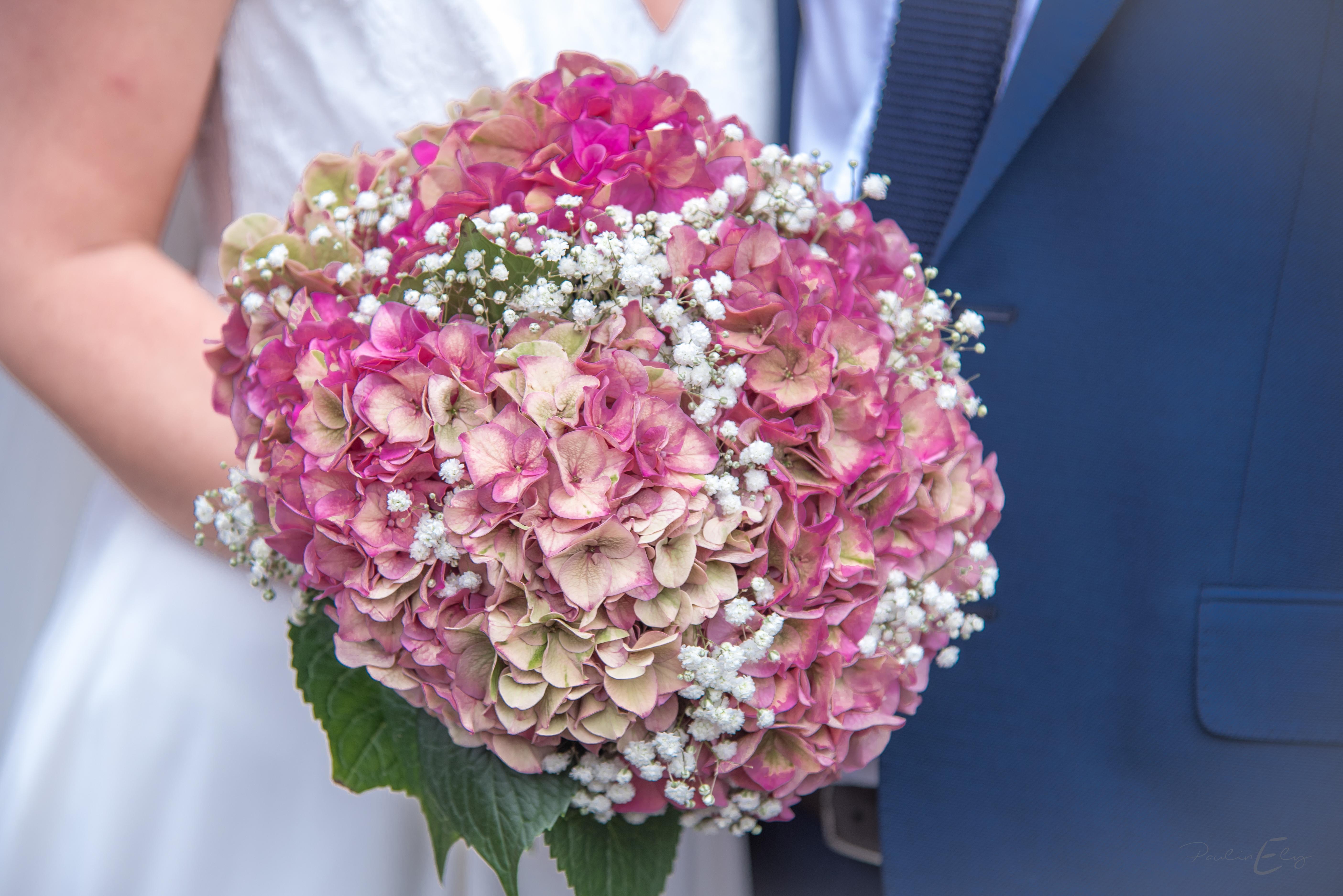 Bouquet de mariée champêtre hortensias et gypsophile