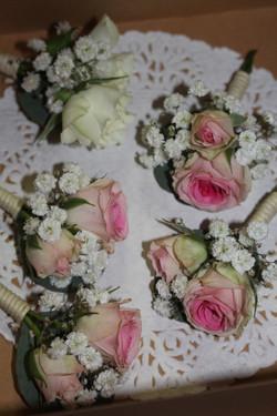 Boutonnières roses et blanches