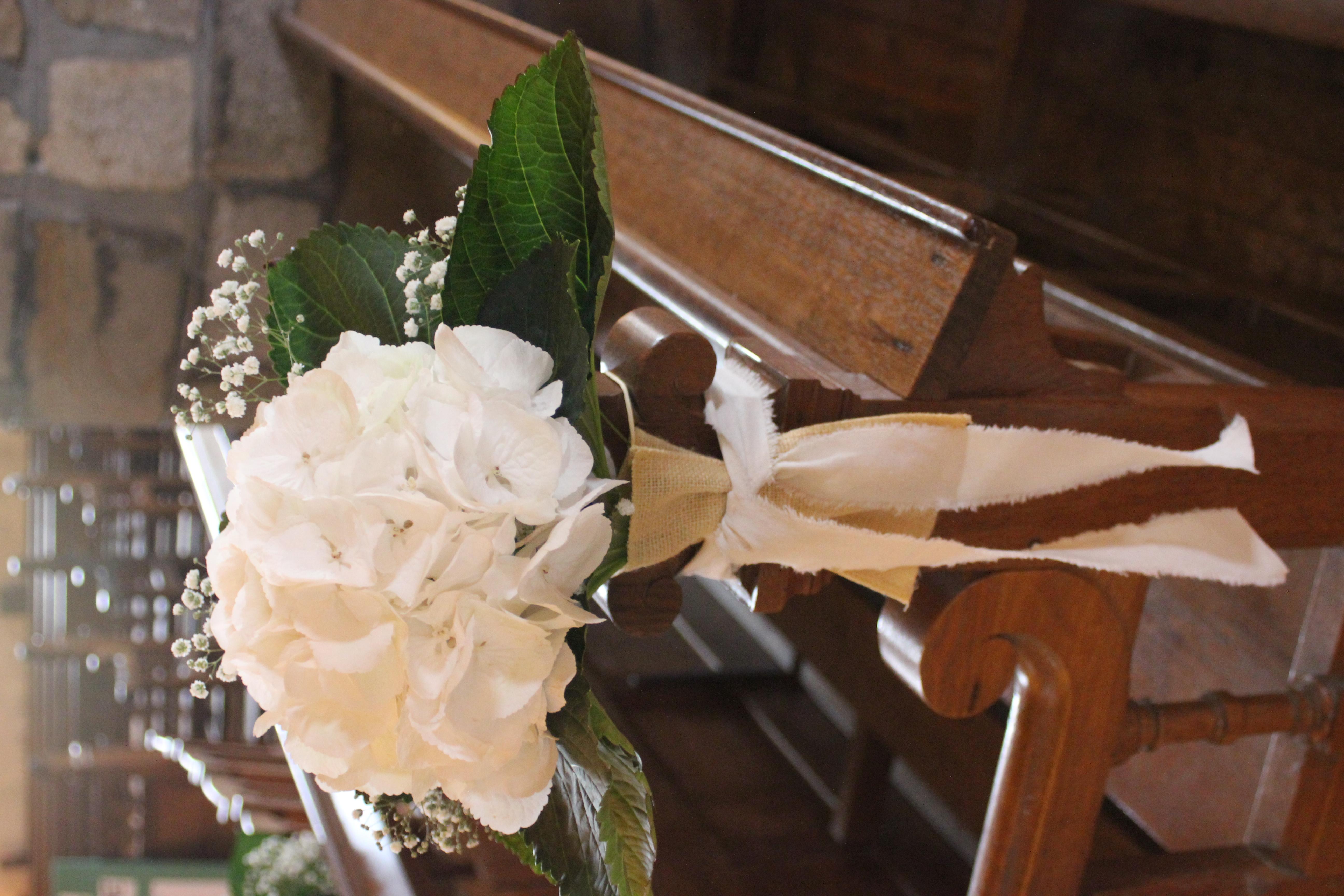Bouts de banc _ tête d'hortensia dans petit sac en toile de jute avec ruban en coton