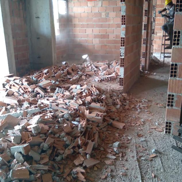 Demolição do 4º pavimento