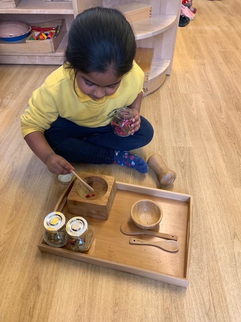 Sensory mixing activity, exploring scents and colour combinations.